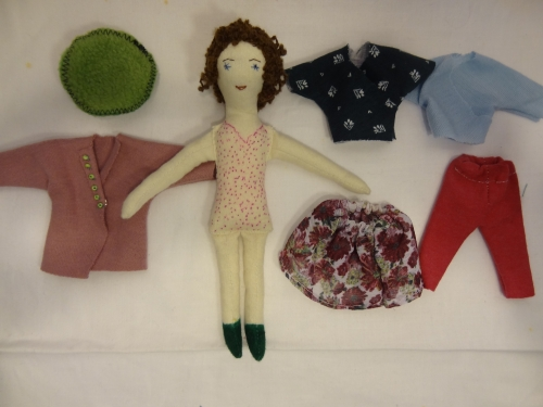 petite poupée tissu, poupée chiffon, jouet fait main, modèle unique, poupée habillée, poupée miniature, poupée fait main, jouet textile, rag doll, cloths doll, ecofriendly, gift for kid, poupée tissus, jouet traditionnel